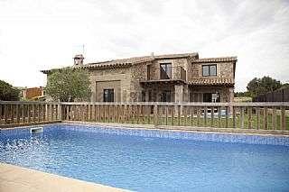 Casa en Carrer de baix (llampaies),1. Casa de nueva construccion al estilo masia catalan
