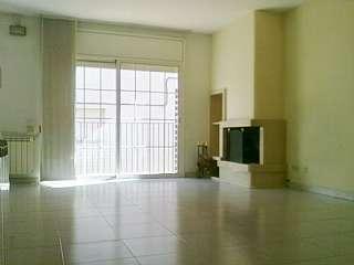 Casa adosada en Lado avenida sabadell, 4. Casa de 230 m2 de obra vista. cerca avda.sabadell.