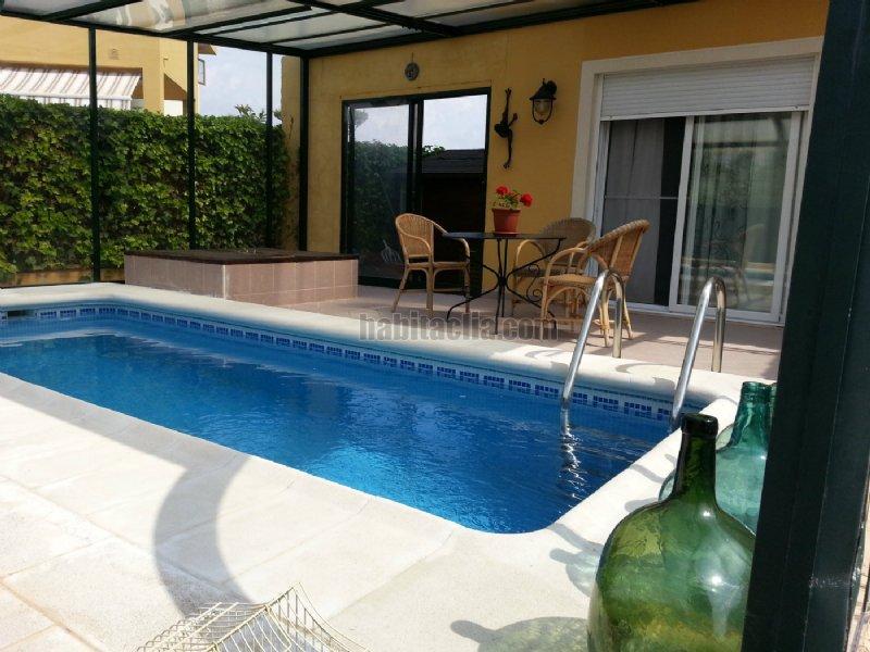 Casa pareada por en partida solaes con piscina for Casa con piscina climatizada