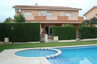 Alquiler Casa adosada en Carrer geranis (dels) (ur. masos),21. Preciosa casa con piscina cerca de port aventura