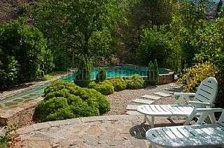 Alquiler Casa en Camino ladera (de la),1. Casa rustica con piscina frente a una cascada