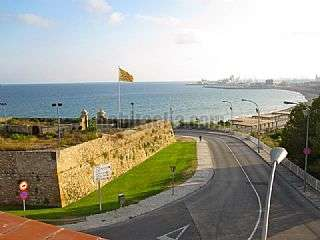 Casa en Tarragona. Villa mansi�n frontal al mar,platja miracle. Passeig maritim rafael casanova,