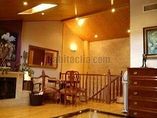Casa pareada en Carrer riu siurana,0. Paredado de 4 habitaciones,3 baños