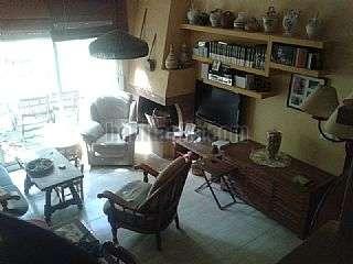 Casa adosada en Carrer martí joan de gualba,30. 160m2, 4 hab, sala polivalente, chimenea, estudio