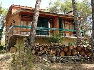 Casa en Carrer queralt,6. Casa con gran zona ajardinada y casa invitados