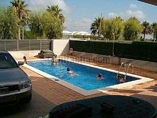 Alquiler Casa pareada en Carrer ribera d�ebre,20. Playa y piscina, vivir todo a�o