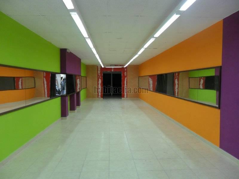 Local comercial por 650 de 140 metros avinguda for Centro comercial barbera del valles