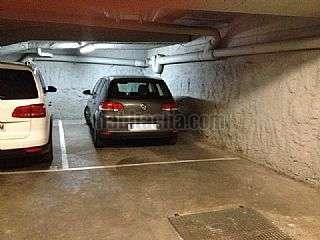 Parking coche en Carrer sant sebastia,105. Plaza de garaje para vehículo grande