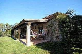 Alquiler Masía en Lloc lluena,74. Casa rústica adosada situada en l´alt empordà