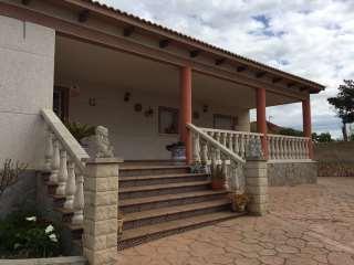 Casa en Carrer buenavista,5. Casa individual con terreno de 1100m2, vistas a la
