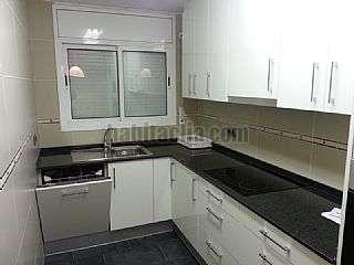 Alquiler Piso en Carrer cervantes,140. 3 habitaciones, 2 ba�os, amplio comedor y balc�n