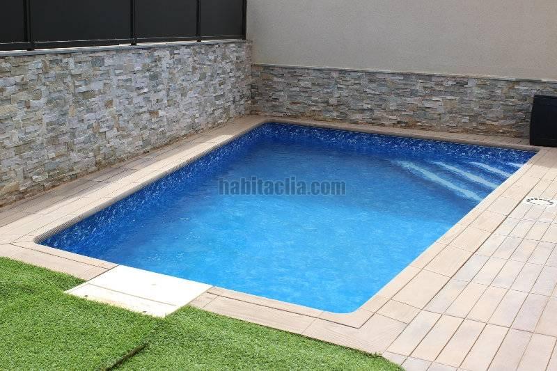 Casa adosada por en carrer santa anna con piscina for Casa vacacional con piscina privada