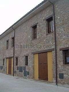 Casa adossada a Carrer gavarresa (de la) 5b, 5. Revestimientos de piedra y madera, ambiente rural