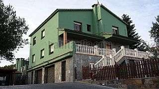 Alquiler Casa en Carrer pons cirac,18. Casa elevada con vistas