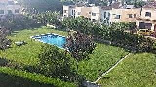 Casa adosada en Carrer valldes� (de), 5. Magn�fica casa en zona comunitaria