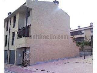 Casa adosada en Calle san francisco javier, 187. Bonito adosado esquina