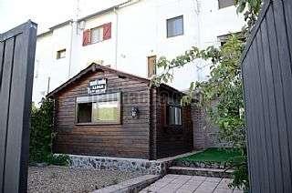 Alquiler Piso en Carrer falco (del), sn. Pr�ctico apartamento con jard�n cerca de la playa
