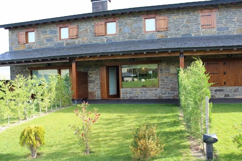 Alquiler casa adosada por 895u20ac en Urbanizacion prats de ...