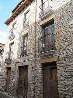Casa  Calle canal (del), 3. Se vende casa con fachada de piedra en jaca