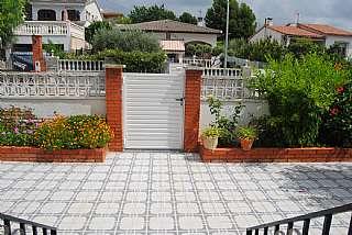 Casa en Carrer viella, 31. Casa independiente en venta total finca 660 m2