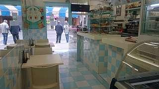 Alquiler Bar en Carrer sants, sn. Creperia - heladeria tematica zona muy comercial.