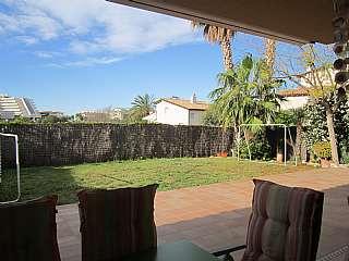 Casa adosada en Carrer moret, 6. Casa adosada esquinera en sitges con gran jardín