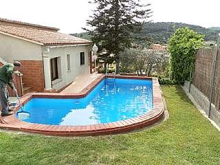 Alquiler Casa en Carrer de la beg�nia, 18. Magn�fica casa con gran jard�n piscina y local
