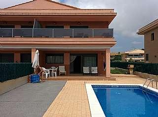 Alquiler Casa adosada en Riera de ebre, 24. Chalet con piscina particular a 100m de la playa