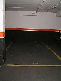 Parking coche en Carrer eugeni ferrer dalmau, 14. Parquing para coche grande. puerta basculante
