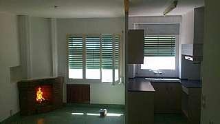 Alquiler Piso en Carrer hospital, 54. Casa de pueblo en zona tranquila