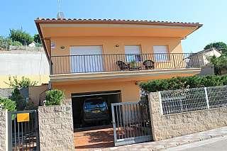 Alquiler Casa adosada en Carrer bedoll, 56. Se alquila casa con piscina en aguaviva parc