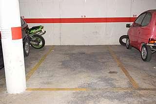 Alquiler Parking coche en Carrer solsona, 29. Plaza de parking para coche mediano y grande.