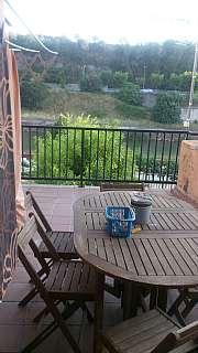 Alquiler Piso en Carrer sant bernat, 18. Piso reformado con terraza de 15m2 vistas al rio