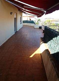 Alquiler �tico en Carrer moragas, 79. Precioso �tico exterior y  soleado con terraza 50m