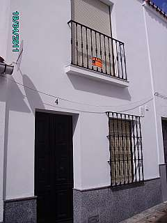 Casa adosada  Calle matadero, 4. Casa seminueva bien ubicada