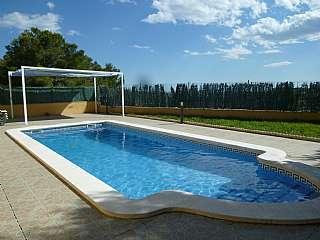 Alquiler Casa en Carrer via lactea, 43. Casa de obra vista. todo exterior y con piscina