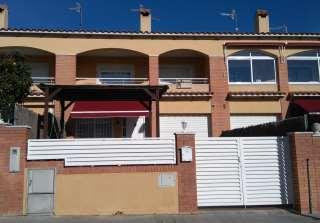 Casa pareada en Carrer pedrera (la), 57. Preciosa y amplia casa para entrar a vivir.