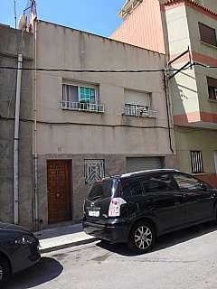 Casa adosada en Carrer muntanya, 15. Vivienda en buena zona