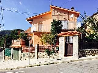 Alquiler Casa en Carrer heura, 1. Muy soleada. muy buen estado. bien comunicado.