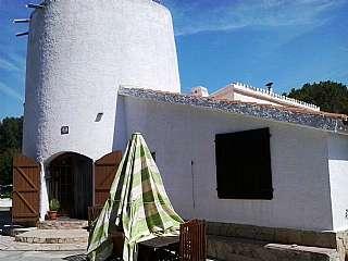 Casa a Avenida de la sabina, s/n. Chalet con grandioso jardín y huerto