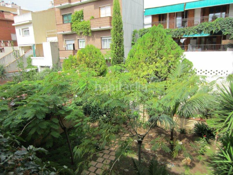 Alquiler casa adosada por en passatge mercat el for Casa con jardin alquiler barcelona