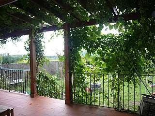 Casa a Carrer vilabella, 13. Chalet de madera y obra en planta baja