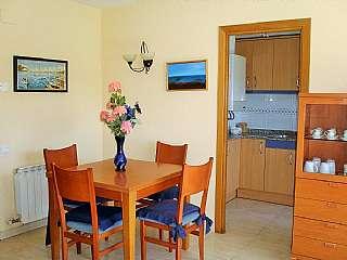 Apartamento en Carrer onze de setembre (de l. Centrico: a pie 3 mn. plaza pueblo y 15 mn. playa.