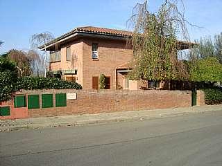 Alquiler Casa en Carrer mas abella, s/n. Chalet unifamiliar especial.