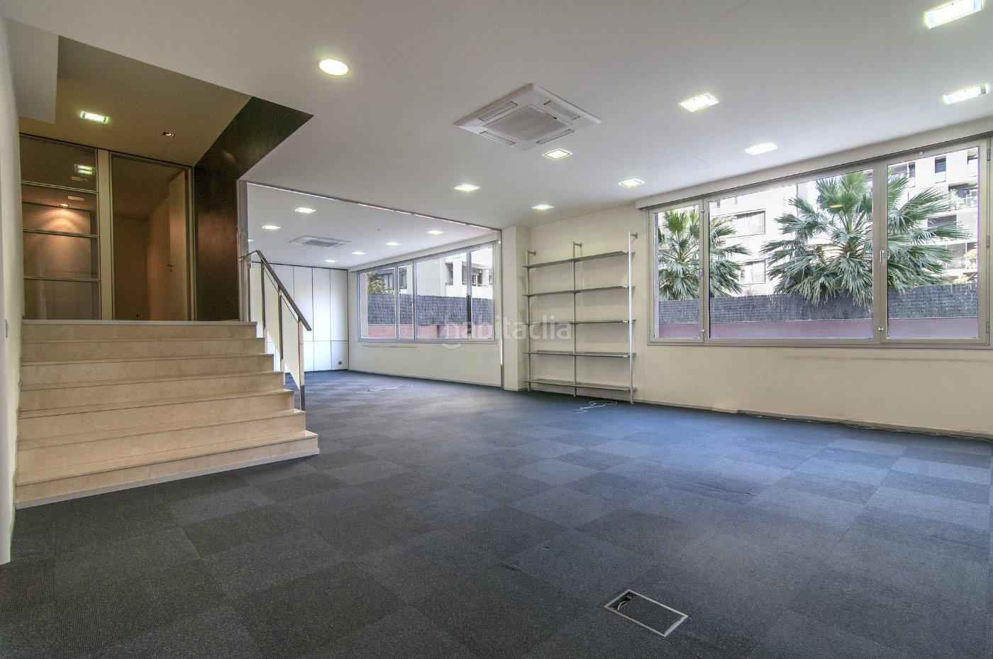 Oficina por de 150 metros en avenida diagonal s n for Oficina habitatge sant marti