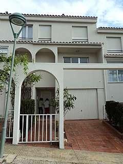 Alquiler Casa adosada en Carrer alt emporda, 41. Alquiler  casa con muebles