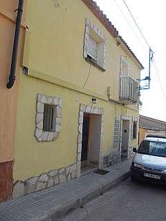 Alquiler Casa adosada en Puig, s/n. Casa-chalet rustica de pueblo muy amplia y soleada