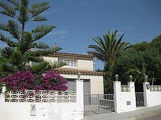 Torre a Carrer terral de dalt, 27. Chalet individual con jardín a 45´ de barcelona