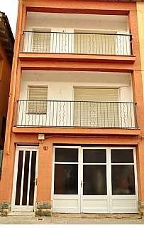 Lloguer Casa adossada a Sant roc, s/n. Casa de 3 plantes amb pati al centre de st. juli�