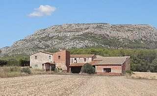 Masía en Carretera torroella a l. Gran masia histórica para restaurar cerca del mar.